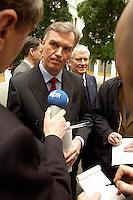 05 FEB 2004, BERLIN/GERMANY:<br /> Joerg Ziercke (vorne), desig. Praesident des Bundeskriminalamtes und derzeitiger Abteilungsleiter Polizei im Innenministerium Schleswig-Holstein, und Otto Schily (hinten), SPD, Bundesinnenminister, waehrend einem Pressestatement, nach der Pressekonferenz zur Vorstellung des neuen BKA-Praesidenten, Bundespressekonferenz<br /> IMAGE: 20040205-02-045<br /> KEYWORDS: Jörg Ziercke, Präsident, Bundeskriminalamt, Mikrofon, microphone,
