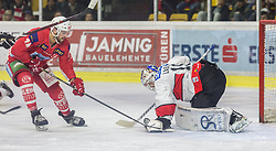 28.10.2018, Stadthalle, Klagenfurt, AUT, EBEL, EC KAC vs HC Orli Znojmo, 14. Runde, im Bild Steven Strong (EC KAC, #24), Teemu Lassila (HC Orli Znojmo, #19) // during the Erste Bank Eishockey League 14th round match between EC KAC vs HC Orli Znojmo at the City Hall in Klagenfurt, Austria on 2018/10/28. EXPA Pictures © 2018, PhotoCredit: EXPA/ Gert Steinthaler