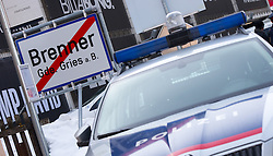 20.02.2016, Grenzübergang, Gries am Brenner, AUT, Demonstration gegen Grenzsicherungsmaßnahmen am Brenner, im Bild ein Polizeiauto an der Grenze // during a demonstration against cross assurance measures at the border from Italy to Austria in Gries am Brenner, Austria on 2016/02/20. EXPA Pictures © 2016, PhotoCredit: EXPA/ Jakob Gruber
