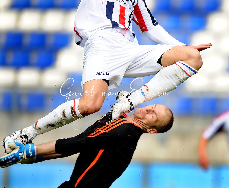 27-03-2009 Voetbal:Willem II:RSC Anderlecht:Tilburg<br /> Illustratief: Willem II klappen er op. Doelman schoen, botsing, masita<br /> Foto: Geert van Erven
