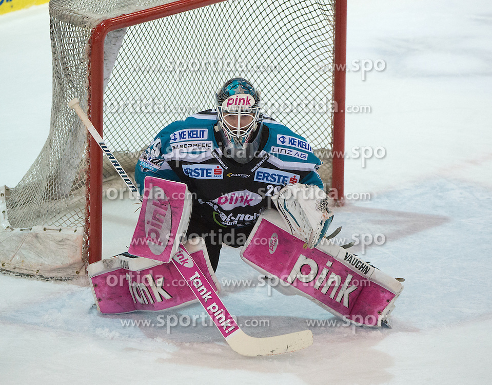 06.12.2015, Keine Sorgen Eisarena, Linz, AUT, EBEL, EHC Liwest Black Wings Linz vs HCB Suedtirol, 28. Runde, im Bild Michael Ouzas (EHC Liwest Black Wings Linz) // during the Erste Bank Icehockey League 28thround match between EHC Liwest Black Wings Linz and HCB Suedtirol at the Keine Sorgen Icearena, Linz, Austria on 2015/12/06. EXPA Pictures © 2015, PhotoCredit: EXPA/ Reinhard Eisenbauer