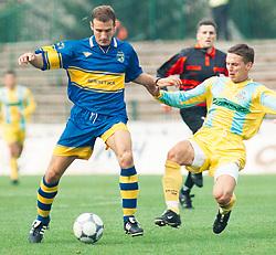 Ilija Stolica fudbaler Zemuna na utakmici Kupa Jugoslavija YUG protiv  Cedomira Pavicevica iz OFK Beograda na stadionu Zemuna <br /> 24.10.2001. godine<br /> Foto: Marko Metlas