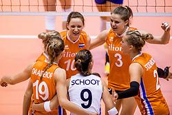 24-08-2017 NED: World Qualifications Netherlands - Czech Republic, Rotterdam<br /> De Nederlandse volleybalsters hebben op het WK-kwalificatietoernooi ook hun derde duel gewonnen. Oranje versloeg in het Topsportcentrum in Rotterdam Tsjechi&euml; in drie sets: 25-18, 25-22 en 25-18. Vreugde bij Nederland met Lonneke Sloetjes #10 of Netherlands, Yvon Belien #3 of Netherlands