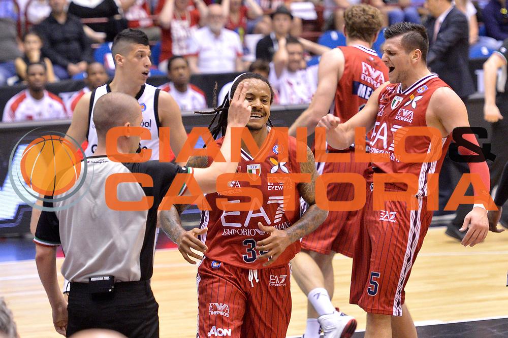 DESCRIZIONE : Milano Lega A 2014-15 EA7 Emporio Armani Milano vs Granarolo Bologna playoff Quarti di Finale gara 1 <br /> GIOCATORE : David Moss<br /> CATEGORIA : Esultanza<br /> SQUADRA : EA7 Emporio Armani Milano<br /> EVENTO : PlayOff Quarti di finale gara 1<br /> GARA : EA7 Emporio Armani Milano vs Granarolo Bologna gara1<br /> DATA : 18/05/2015 <br /> SPORT : Pallacanestro <br /> AUTORE : Agenzia Ciamillo-Castoria/Mancini Ivan<br /> Galleria : Lega Basket A 2014-2015 Fotonotizia : Milano Lega A 2014-15 EA7 Emporio Armani Milano vs Granarolo Bologna  playoff quarti di finale  gara 1 Predefinita :