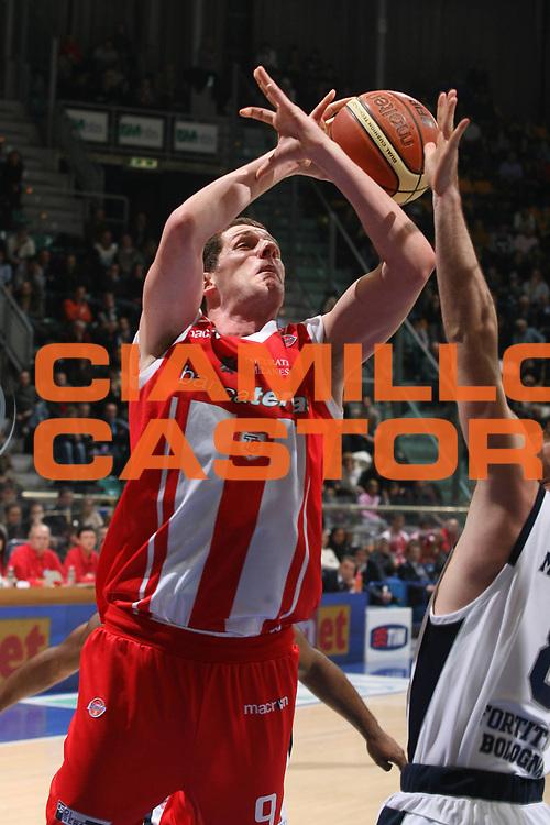 DESCRIZIONE : Bologna Lega A1 2008-09 Gmac Fortitudo Bologna Banca Tercas Teramo<br /> GIOCATORE : Valerio Amoroso<br /> SQUADRA : Banca Tercas Teramo<br /> EVENTO : Campionato Lega A1 2008-2009 <br /> GARA : Gmac Fortitudo Bologna Banca Tercas Teramo<br /> DATA : 18/01/2009 <br /> CATEGORIA : tiro<br /> SPORT : Pallacanestro <br /> AUTORE : Agenzia Ciamillo-Castoria/M.Marchi<br /> Galleria : Lega Basket A1 2008-2009 <br /> Fotonotizia : Bologna Campionato Italiano Lega A1 2008-2009 Gmac Fortitudo Bologna Banca Tercas Teramo<br /> Predefinita :