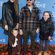 NLD/Amsterdam/20191116 - Filmpremiere Frozen II, Selwin Senatori en partner Irene en hun kinderen
