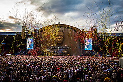 Robbie Williams on stage at Hampden.<br /> ©Michael Schofield.