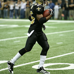 2007 December, 2: New Orleans Saints running back Reggie Bush (25) in action during a 27-23 win by the Tampa Bay Buccaneers over the New Orleans Saints at the Louisiana Superdome in New Orleans, LA.
