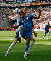 Photo: Glyn Thomas.<br />England v Paraguay. Group B, FIFA World Cup 2006. 10/06/2006.<br /> England's Peter Crouch (R) and Paraguay's Delio Toledo.