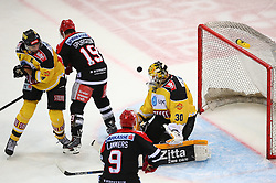 31.10.2015, Albert Schultz Eishalle, Wien, AUT, EBEL, UPC Vienna Capitals vs HC TWK Innsbruck Die Haie, 17. Runde, im Bild Philippe Lakos (UPC Vienna Capitals), Tyler Spurgeon (HC TWK Innsbruck), John Lammers (HC TWK Innsbruck) und David Kickers (UPC Vienna Capitals) // during the Erste Bank Icehockey League 17th Round match between UPC Vienna Capitals and HC TWK Innsbruck  Die Haie at the Albert Schultz Ice Arena, Vienna, Austria on 2015/10/31. EXPA Pictures © 2015, PhotoCredit: EXPA/ Thomas Haumer