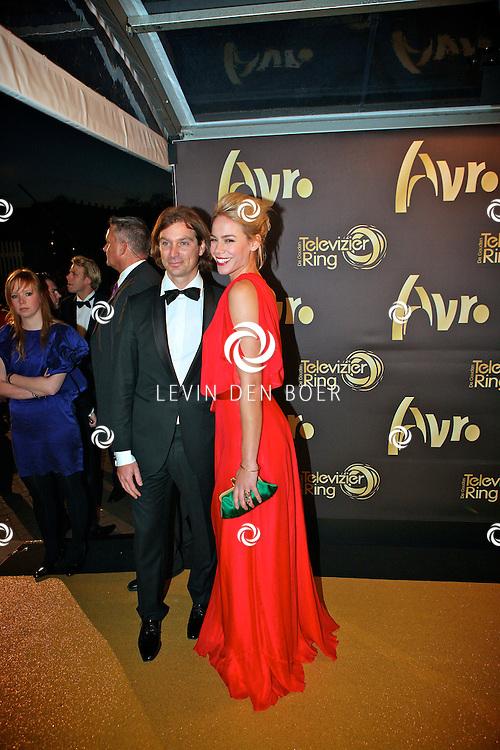 AMSTERDAM - In theater Carre is de Gouden Televizier Ring gala weer geweest.  Met op de foto Nicolette Kluijver en haar partner Joost Staudt. FOTO LEVIN DEN BOER - PERSFOTO.NU