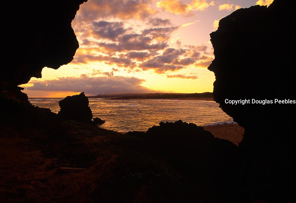 Sunrise, Mo'omomi, Molokai, Hawaii<br />
