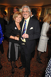 ELAINE PAIGE and LAURIE HOLLOWAY at a tribute lunch for Elaine Paige hosted by the Lady Taverners at The Dorchester, Park Lane, London on 13th November 2007.<br /><br />NON EXCLUSIVE - WORLD RIGHTS