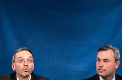 21.10.2016, Freiheitlicher Parlamentsklub, Wien, AUT, FPÖ, Plakatpräsentation für die Wiederholung des zweiten Wahlgang der Präsidentschaftswahl 2016. im Bild v.l.n.r. FPÖ Generalsekretär und Nationalratsabgeordneter Herbert Kickl und FPÖ-Präsidentschaftskandidat Norbert Hofer // f.l.t.r. Member of Parliament FPOe Herbert Kickl and Candidate for Presidential Elections Norbert Hofer (Austrian Freedom Party) during placard presentation for presidential elections of the austrian freedom party in Vienna, Austria on 2016/10/21. EXPA Pictures © 2016, PhotoCredit: EXPA/ Michael Gruber