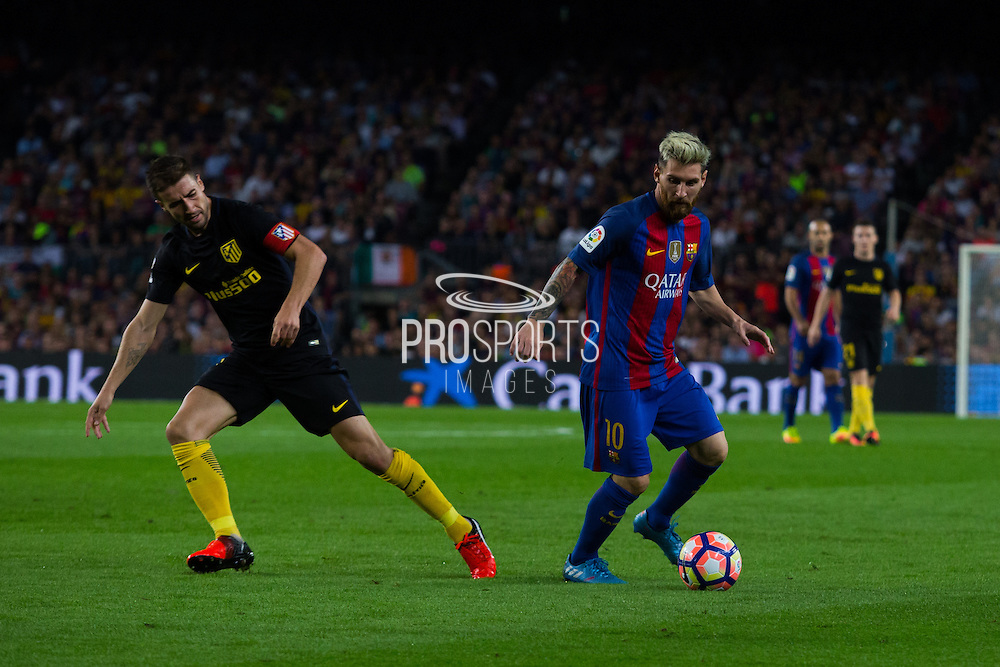 Leo Messi dribbles Gabi during the La Liga match between Barcelona and Atletico Madrid at Camp Nou, Barcelona, Spain on 21 September 2016. Photo by Eric Alonso.