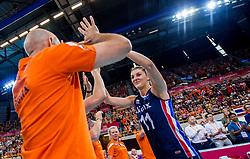 08-07-2017 NED: World Grand Prix Netherlands - Thailand, Apeldoorn<br /> Third match of first weekend of group C during the World Grand Prix / Nederland wint met 3-0 van Thailand - Anne Buijs #11, Coach Jamie Morrison