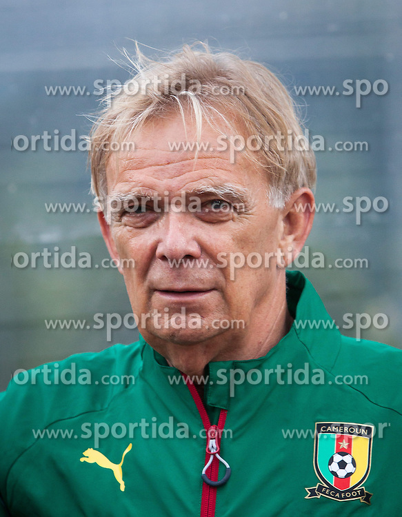 26.05.2014, Kufstein Arena, Kufstein, AUT, FIFA WM, Testspiel, Mazedonien vs Kamerun, im Bild Volker Finke (Trainer Kamerun) // Volker Finke (Trainer Cameroon) during friendly match between Macedonia and Cameroon for Preparation of the FIFA Worldcup Brasil 2014 at the Kufstein Arena in Kufstein, Austria on 2014/05/26. EXPA Pictures © 2014, PhotoCredit: EXPA/ JFK