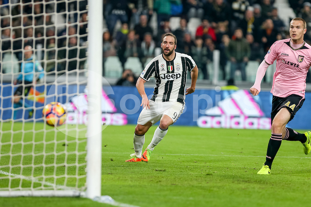 Gonzalo Higuaín of Juventus scores his goal during the Serie A match between Juventus and Palermo at the Juventus Stadium, Turin, Italy on 17 February 2017. Photo by Marco Canoniero.