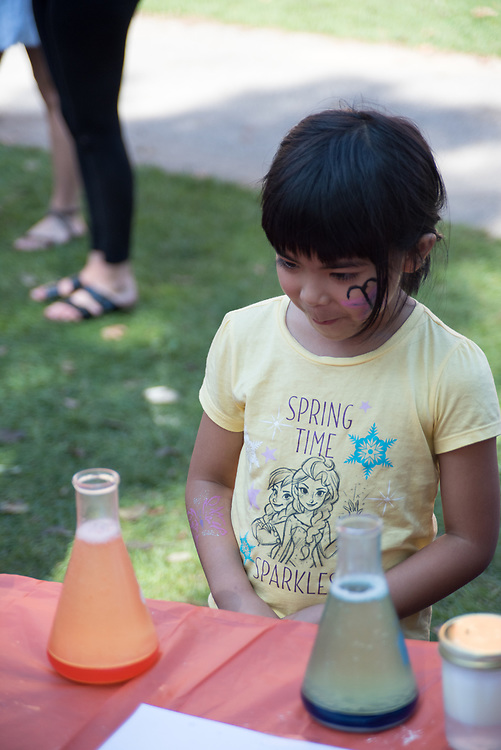 9/24/17 – Medford/Somerville, MA – Child observes a chemistry experiment during Tufts Community Day on September 24. (Seohyun Shim / The Tufts Daily)
