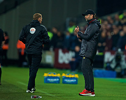 LONDON, ENGLAND - Monday, February 4, 2019: Liverpool's manager Jürgen Klopp speaks with the fourth official during the FA Premier League match between West Ham United FC and Liverpool FC at the London Stadium. (Pic by David Rawcliffe/Propaganda)