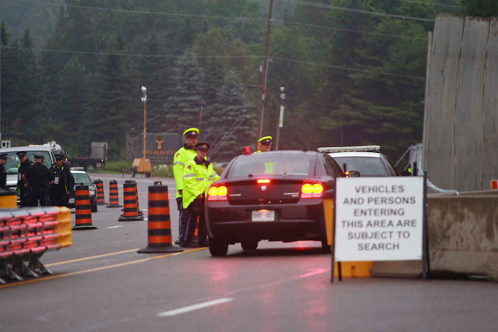 Police stop vehicles at a security check point outside the Deerhurst Resort in Huntsville, Ontario, Canada where the G8 leaders will meet this weekend. Canada has spent aproximately $1 billion on security for the G8 and G20 summits.<br /> AFP/GEOFF ROBINS/STR