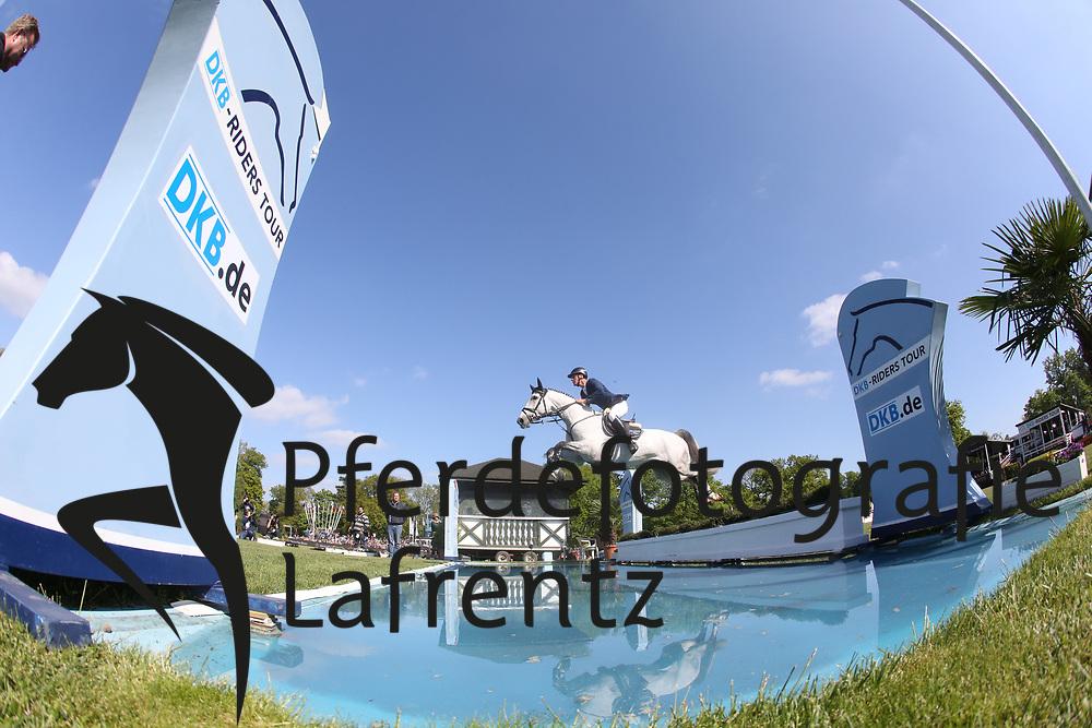 Ahlmann, Dirk, Carosso<br /> Hamburg - Hamburger Derby 2015<br /> 2. Qualifikation zum Deutschen Springderby<br /> Riders Tour Wertungsprüfung<br /> © www.sportfotos-lafrentz.de/Stefan Lafrentz