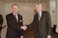 03.11.1998, Deutschland/Bonn:<br /> Hans-Olaf Henkel, BDI, und Werner Müller, Bundeswirtschaftsminister, vor einem Arbeitstreffen, Bundesministerium für Wirtschaft und Technologie<br /> IMAGE: 19981103-02/01-22<br />  <br />  <br />  <br /> KEYWORDS: Werner Mueller