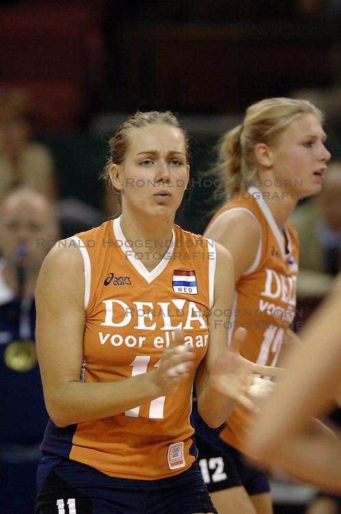 26-09-2006 VOLLEYBAL: KWALI WGP2007: NEDERLAND - POLEN: VARNA<br /> De Nederlandse volleybalsters hebben hun eerste wedstrijd van het kwalificatietoernooi voor de Grand Prix gewonnen. Nederland vocht zich tegen Polen knap terug van een 2-0-achterstand in sets en versloegen de Poolse vrouwen met 3-2 (28-30 22-25 25-22 28-26 15-10) / Caroline Wensink<br /> &copy;2006-WWW.FOTOHOOGENDOORN.NL