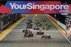 Motorsports / Formula 1: World Championship 2010, GP of Singapore, 08 Fernando Alonso (ESP, Scuderia Ferrari Marlboro), 05 Sebastian Vettel (GER, Red Bull Racing),  start, mass, Masse, Menge