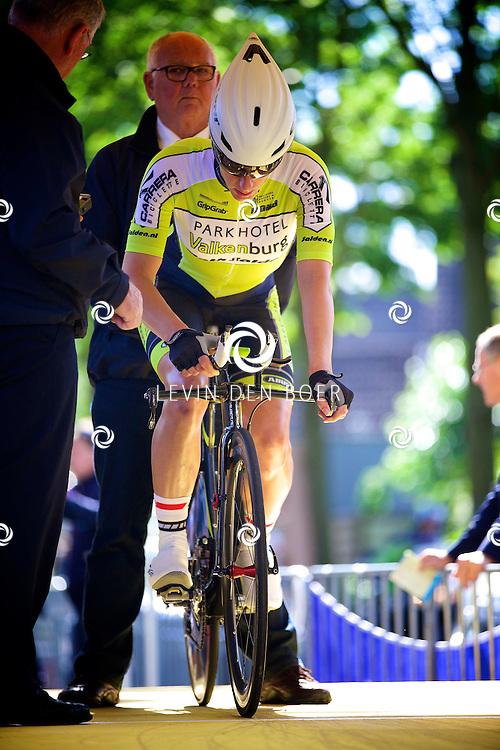 ZALTBOMMEL - Het NK tijdrijden is van start gegaan in Zaltbommel. Diversen amateurs, nieuwe en ook professionele wielrenners gaan hier van start vandaag. Met hier op de foto Natalie van Gogh. FOTO LEVIN DEN BOER - KWALITEITFOTO.NL