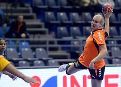 07-12-2013 HANDBAL: WERELD KAMPIOENSCHAP NEDERLAND - DOMINICAANSE REPUBLIEK: BELGRADO <br /> 21st Women s Handball World Championship Belgrade, Nederland wint met 44-21 / Danick Snelder<br /> ©2013-WWW.FOTOHOOGENDOORN.NL