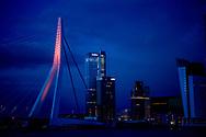 ROTTERDAM - De Erasmusbrug wordt tijdens Koningsnacht voor het eerst in kleur aangelicht met de nieuwe ledverlichting.  omdat de koning 50 jaar wordt op 27 april . copyright robin utrecht