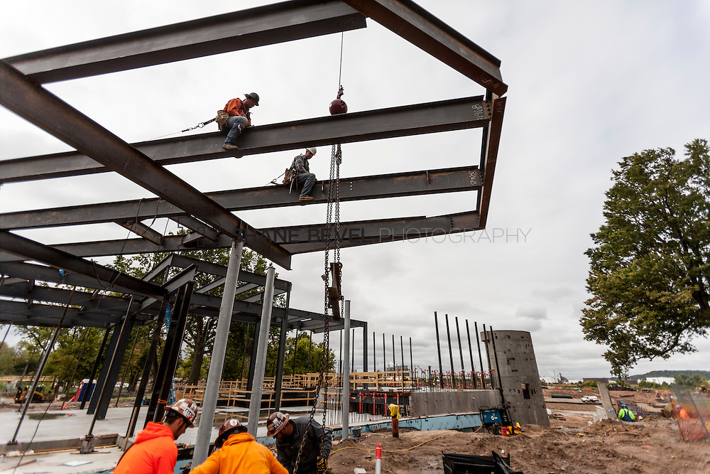 10/7/16 10:01:18 AM -- Steel installation on the Williams Lodge, foundations in the Adventure Playground, Peggy's Pond<br /> <br /> Photo by Shane Bevel