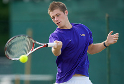 LIVERPOOL, ENGLAND - Tuesday, June 16, 2009: Neal Skupski (GBR) practices before the Tradition ICAP Liverpool International Tennis Tournament 2009 at Calderstones Park. (Pic by David Rawcliffe/Propaganda)