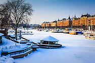 Vinter is och skutor vid Djurgården och Strandvägen i Stockholm