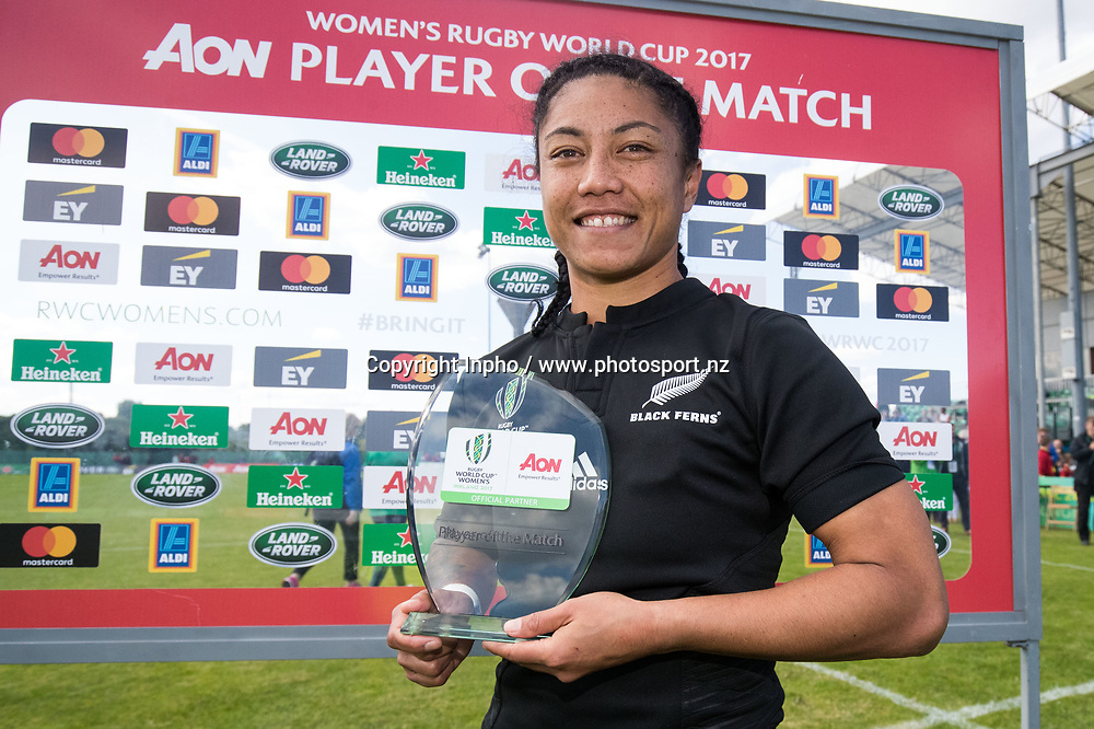 2017 Women's Rugby World Cup Pool A, Billings Park, UCD, Dublin 9/8/2017<br />New Zealand vs Wales<br />New Zealand's Renee Wickliffe is presented with the AON Player of the Match trophy<br />Mandatory Credit &copy;INPHO/Oisin Keniry / www.photosport.nz