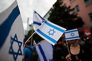 Frankfurt am Main | 04 Aug 2014<br /> <br /> Am Montag (04.08.2014) demonstrierten in Frankfurt am Main etwa 400 Menschen aus verschiedenen linken und linksradikalen Gruppen, aus der j&uuml;dischen Gemeinde und der Frankfurter Stadtgesellschaft gegen Antisemitismus und Judenhass. In den vergangenen Wochen war es in der Bankenstadt immer wieder zu antisemitischen Vorf&auml;llen wie Schmierereien an einer Synagoge, Hass-Kundgebungen oder einer eingeworfenen Scheibe bei einer j&uuml;dischen Familie und Beschimpfungen als &quot;Judenschweine&quot; gekommen.<br /> Hier: Die Flagge von Israel.<br /> <br /> &copy;peter-juelich.com<br /> <br /> [No Model Release | No Property Release]