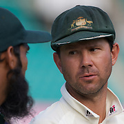 Mohammad Yousuf (left) and Ricky Ponting after the Australia V Pakistan 2nd Cricket Test match at the Sydney Cricket Ground, Sydney, Australia, 6 January 2010. Photo Tim Clayton