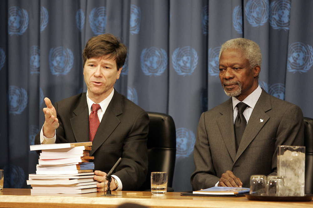 Jeffery Sachs (L) Director of United Nations Millennium Project  delevers his findings to United Nations Secretary General Kofi Annan at a press confrence at UN headquarters in New York City after his trip to South East Asia. Monday 17 January 2005.