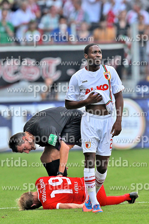 26.08.2012, SGL Arena, Augsburg, GER, 1. FBL, FC Augsburg vs Fortuna Duesseldorf, 1. Runde, im Bild Schiedsrichter Knut Kircher kuemert sich um Tobias Levels (# 19, Fortuna Duesseldorf). Rechts Giovanni SIO (# 22, FC Augsburg) // during the German Bundesliga 1st round match between FC Augsburg and Fortuna Duesseldorf at the SGL Arena, Augsburg, Germany on 2012/08/26. EXPA Pictures © 2012, PhotoCredit: EXPA/ Eibner/ Peter Fast..***** ATTENTION - OUT OF GER *****
