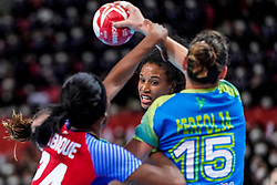 05-12-2019 JAP: Cuba - Slovenia, Kumamoto<br /> Fourth match groep A at 24th IHF Women's Handball World Championship. Slovenia win 39 - 26 of Cuba / Yunisleidy Camejo Rodriguez #11 of Cuba