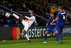 Jose Izquierdo of Club Brugge stretches for the ball - Mandatory by-line: Matt McNulty/JMP - 22/11/2016 - FOOTBALL - King Power Stadium - Leicester, England - Leicester City v Club Brugge - UEFA Champions League