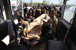 Indian policemen transfer the body of a woman tourist to an ambulance in Srinagar, summer capital of Indian-controlled Kashmir, April 6, 2013. A British woman holidaying on a houseboat on Dal Lake in Srinagar has been found dead Saturday morning, allegedly murdered by a Dutch tourist, news reports said. The suspect was arrested by police, April 6, 2013. Photo by Imago / i-Images...UK ONLY.