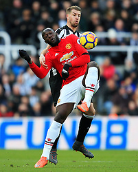 Romelu Lukaku of Manchester United battles with Florian Lejeune of Newcastle United- Mandatory by-line: Matt McNulty/JMP - 11/02/2018 - FOOTBALL - St James Park - Newcastle upon Tyne, England - Newcastle United v Manchester United - Premier League