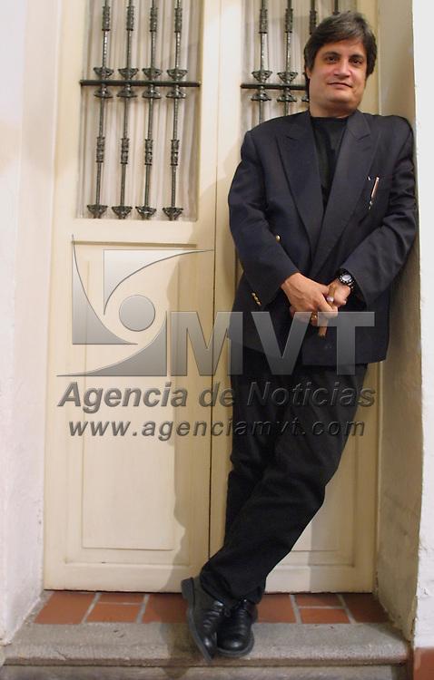 Toluca, M&eacute;x.- El canta autor Cubano Amaury Perez en conferencia de prensa donde anuncio la presentacion que tendra el dia de ma&ntilde;ana en el Centro Cultural Mexiquense. Agencia MVT / Mario V&aacute;zquez de la Torre. (DIGITAL)<br /> <br /> NO ARCHIVAR - NO ARCHIVE