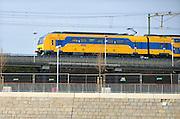 Nederland, Nijmegen, 10-12-2015Trein van de NS rijdt op de spoorbrug. FOTO: FLIP FRANSSEN/ HH