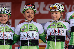 Pia de Quint signs in with her Lares Waowdeals teammates - Grand Prix de Dottignies 2016. A 117km road race starting and finishing in Dottignies, Belgium on April 4th 2016.