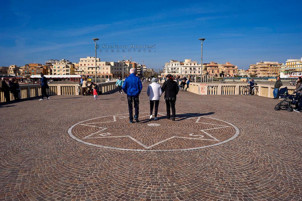Lido di Ostia, Roma<br /> Il pontile, il punto pi&ugrave; caratteristico ed il pi&ugrave; suggestivo di Ostia.<br /> Lido di Ostia, Rome<br /> The wharf, the most characteristic and the most evocative of Ostia.