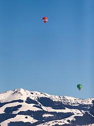 12.02.2015, Zell am See - Kaprun, AUT, BalloonAlps, im Bild Heissluftballone vor einer Bergkulisse // BalloonAlps, The Alps Crossing Event balloonalps is Austria' s international Winter balloon week in front of the backdrop of the Hohe Tauern, Zell am See Kaprun on 2015/02/12, . EXPA Pictures © 2015, PhotoCredit: EXPA/ JFK