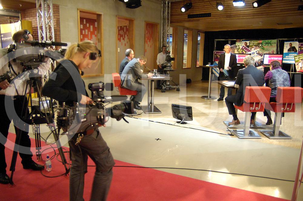 Hardenberg.Lijsttrekkersdebat in het LOC..wilde foto maken vanaf presentators kant dat mocht niet..ffu press agency©2010Saskia Stegeman..